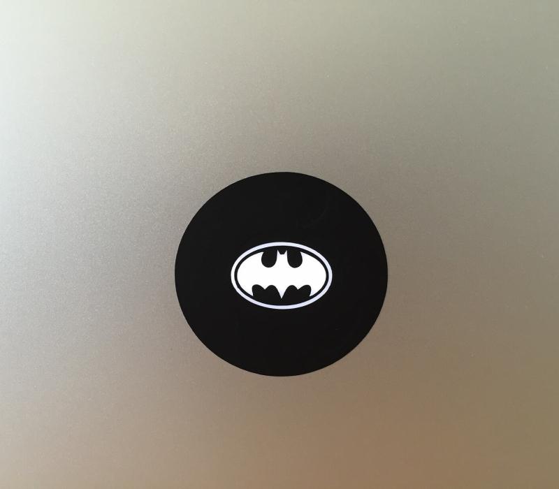 batman-retro-macbook-sticker-1
