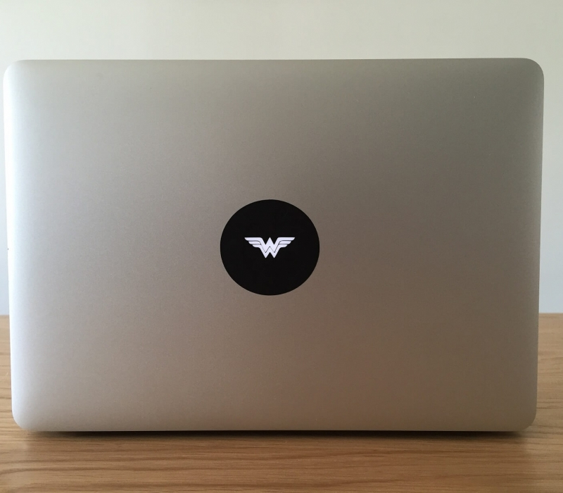 wonder-woman-retro-macbook-sticker-2