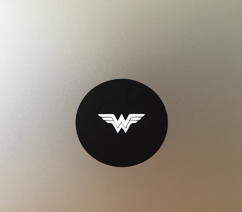 wonder-woman-retro-macbook-sticker-1