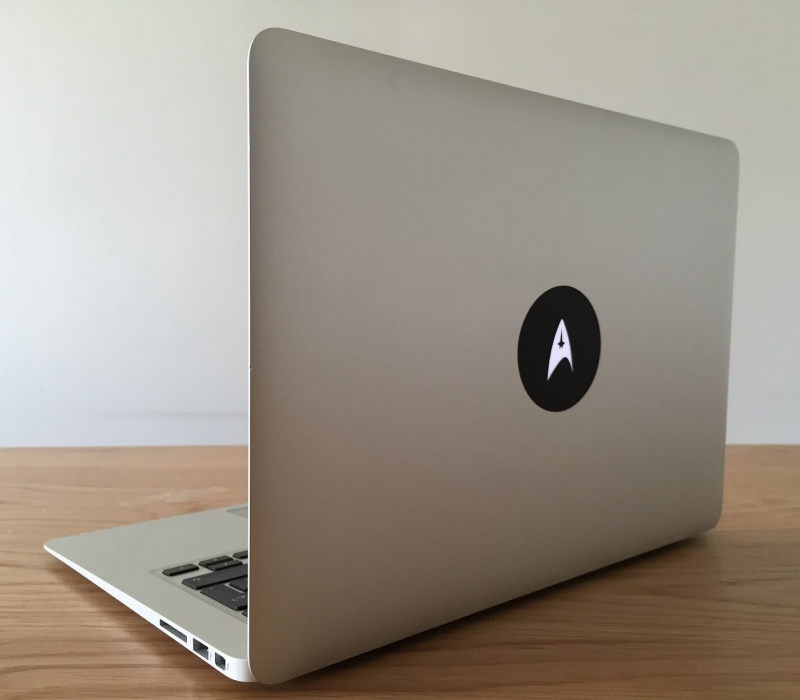 starfleet-macbook-sticker-3