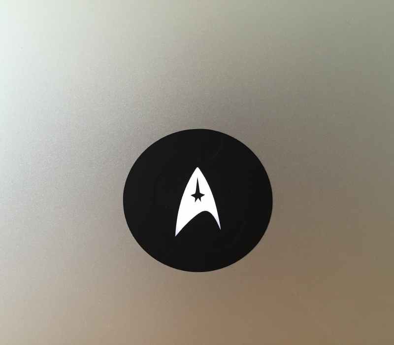 starfleet-macbook-sticker-1