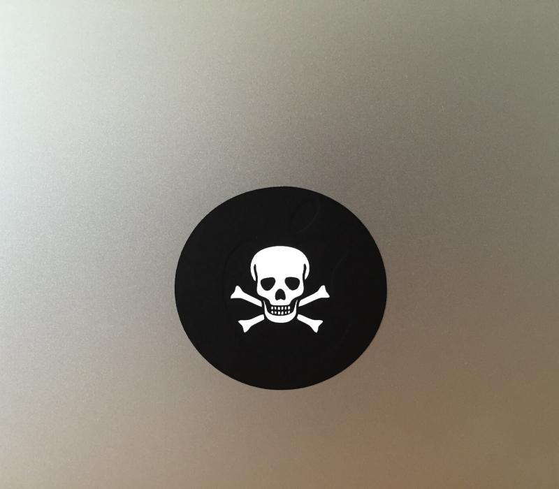 skull-macbook-sticker-1
